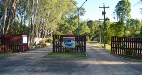 Murraybank Caravan Park Mathoura - Entrance gate