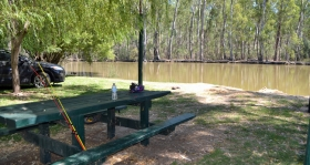 picnic_shelterMurraybank Caravan Park Mathoura - Riverside picnic table and shelter