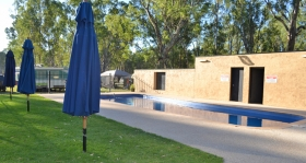 Murraybank Caravan Park Mathoura - Inground swimming pool poolside2