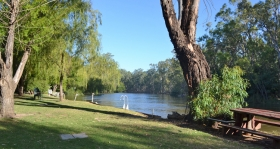 Murraybank Caravan Park Mathoura - riverside