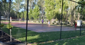 Murraybank Caravan Park Mathoura - tennis court