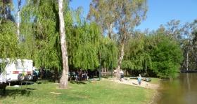 Murraybank Caravan Park Mathoura - Murray River beach