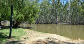 Murraybank Caravan Park Mathoura - Murray River beach the_beach2