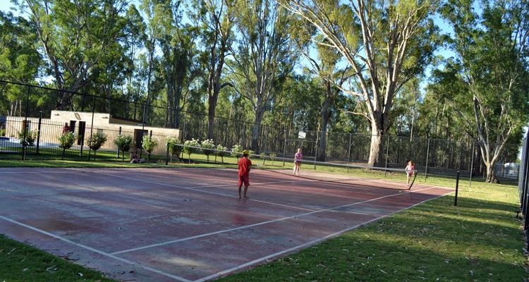 Murraybank Caravan Park Mathoura - tennis court
